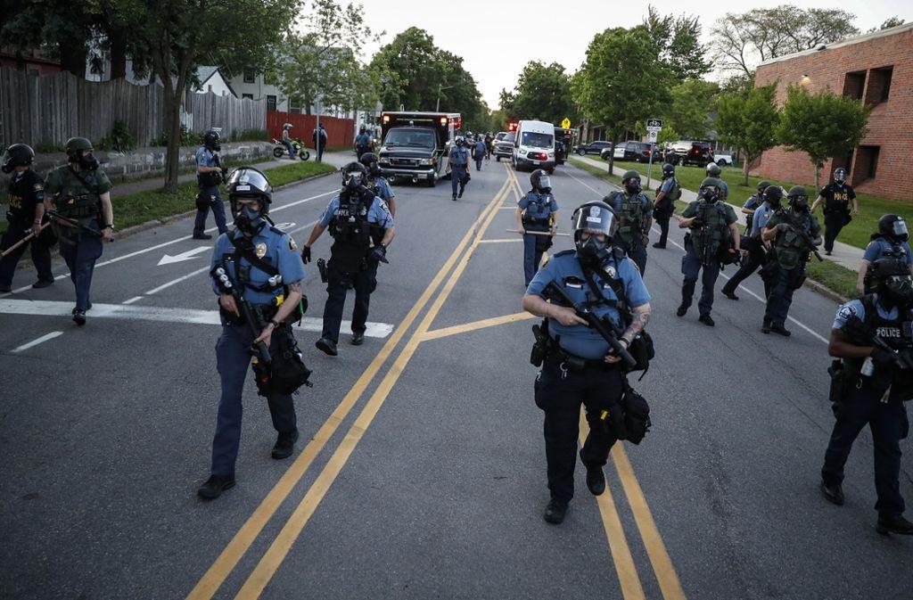Die Polizei hat ein Team von CNN bei den Ausschreitungen festgenommen. (Symbolbild) Foto: dpa/John Minchillo