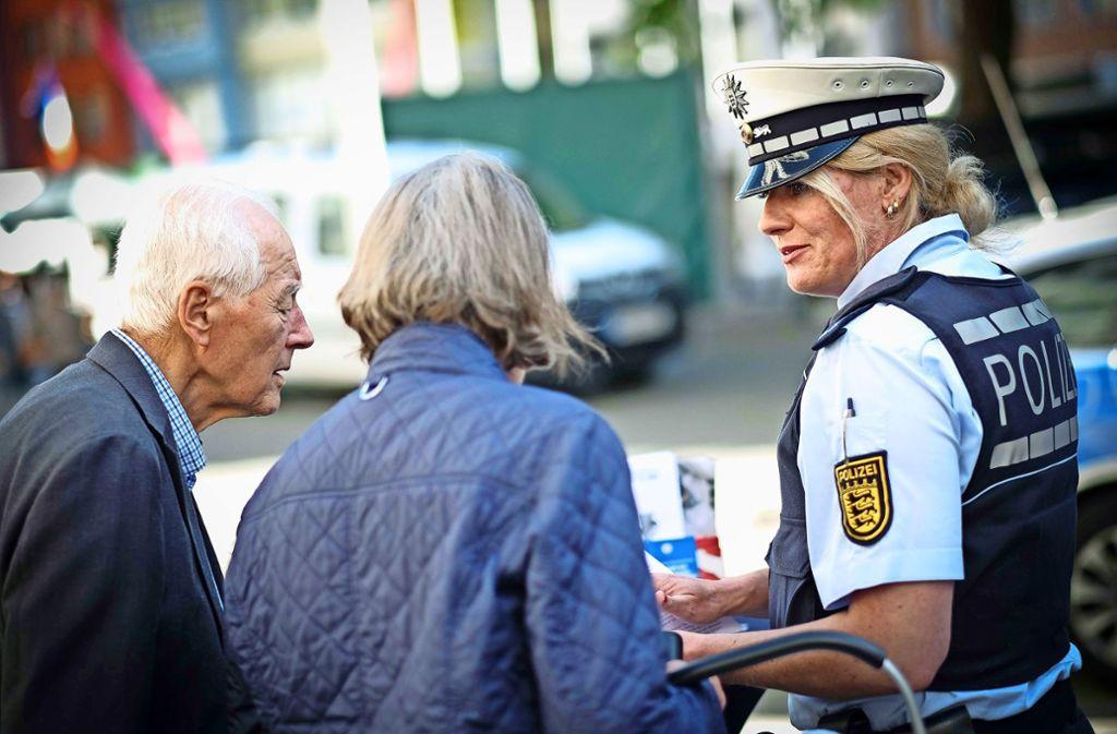 Die Polizei informiert regelmäßig über die Tricks der Betrüger. Foto: Lichtgut/Leif Piechowski (Archiv)