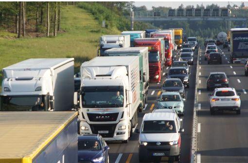 Misslungenes Überholmanöver führt zu Verkehrschaos