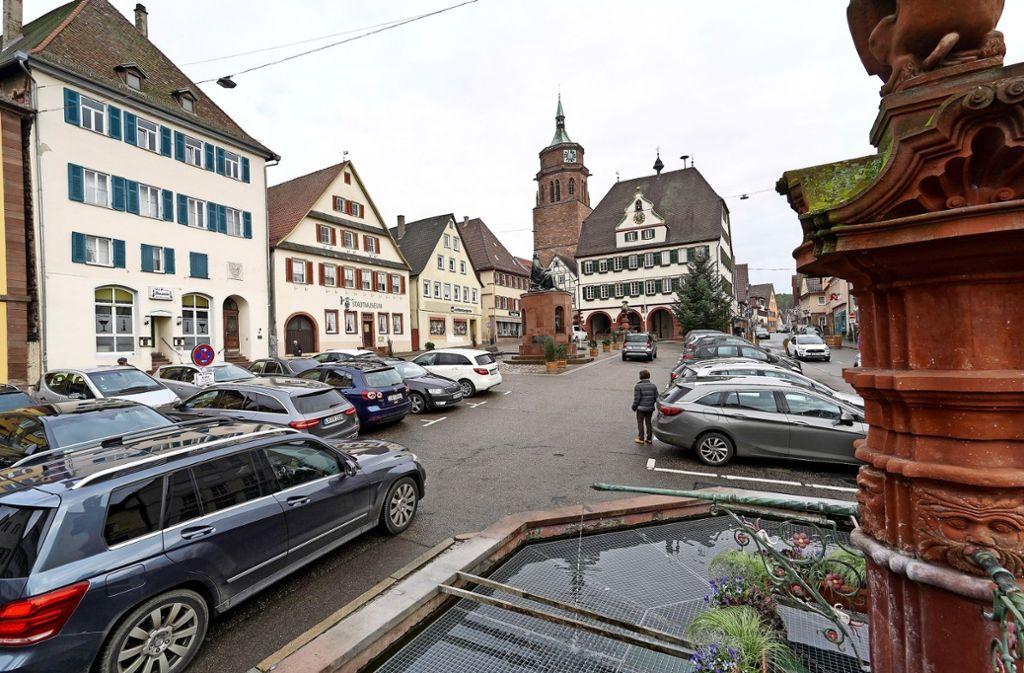 Soll der Marktplatz autofrei werden oder nicht? Foto: factum/Jürgen Bach