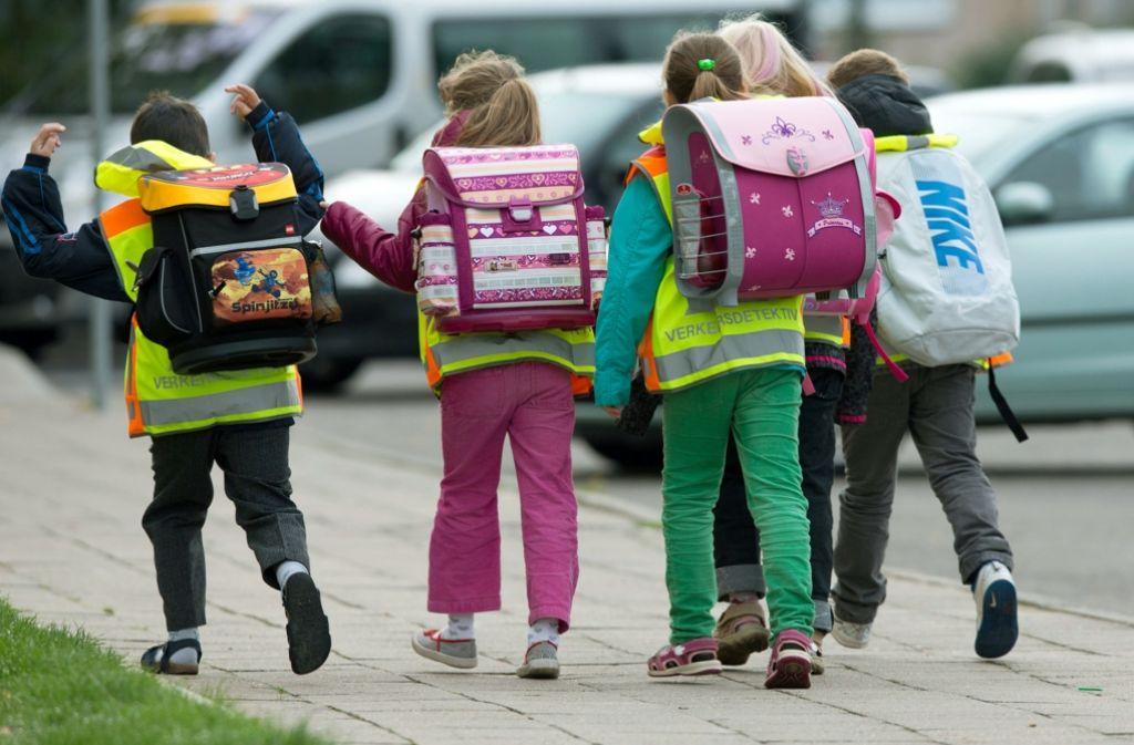 Lernen durch Laufen: Kinder müssen ihre eigene Erfahrungen im Straßenverkehr machen – und das beginnt schon morgens auf dem Weg zur Schule. Foto: dpa