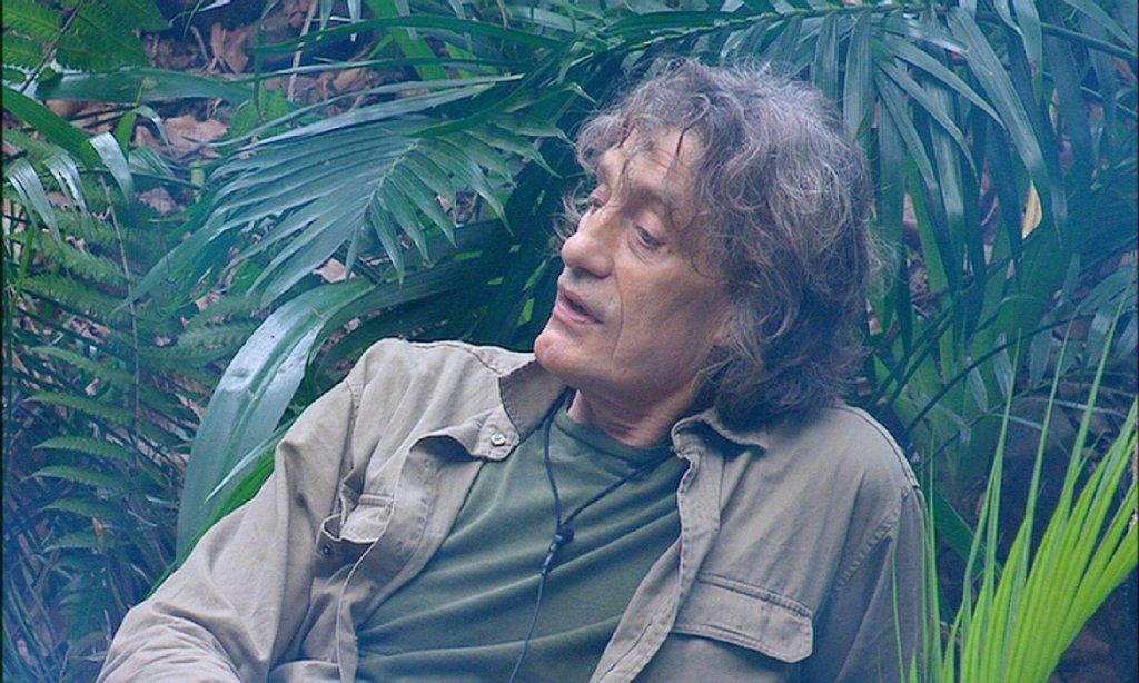 """""""Nein, ich habe nicht geschubst"""", behauptet Winfried Glatzeder vor laufenden Dschungelkameras. Stimmt leider nicht. Wir zeigen die Bilder von Tag 14 in der Bilderstrecke. Foto: RTL"""
