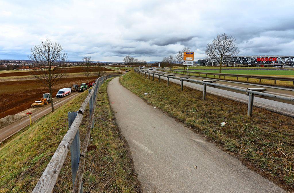 Wenn es schlecht läuft, ist der Radweg (hier in der Bildmitte) bis 2023 gesperrt. Foto: Thomas Krämer