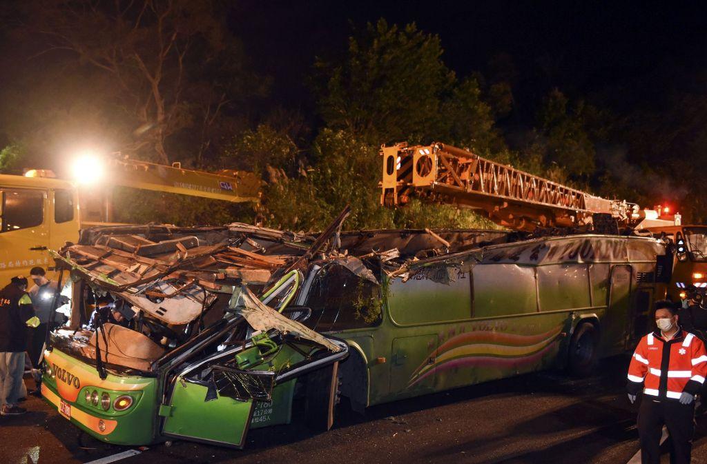 Bei dem Busunglück im Osten der Hauptstadt Taipeh kamen 33 Menschen ums Leben. Die Ermittlungen zur Unfallursache laufen. Foto: Xinhua