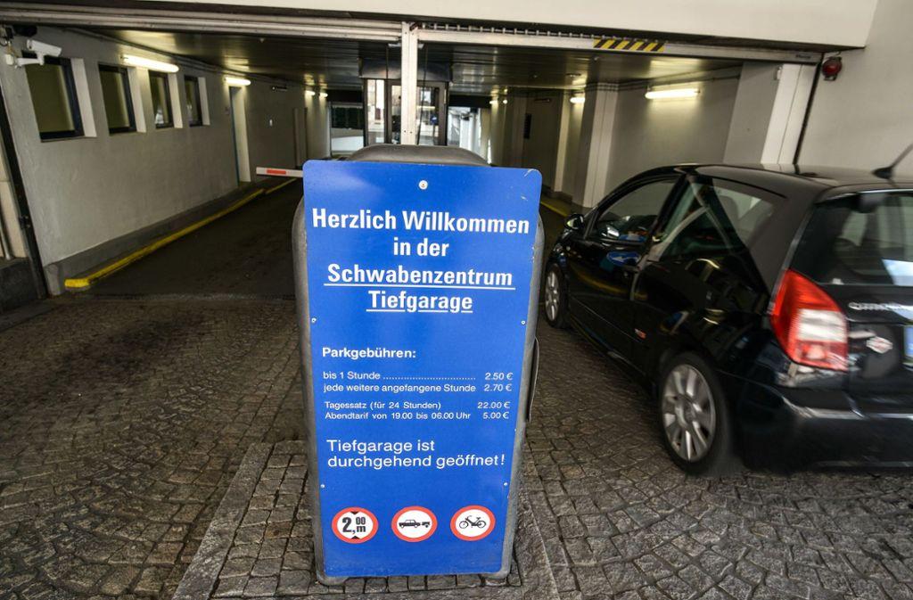 Parkplätze in Rathausnähe sind auch für Stuttgarter Kommunalpolitiker Mangelwahre. Wenn das Parkhaus voll belegt ist, muss man sich in Geduld üben. Foto: Lichtgut/Leif Piechowski
