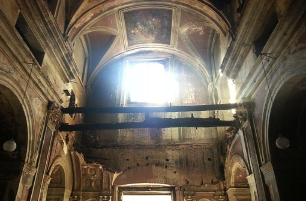 Das Mobiliar ist gestohlen, die Decke modert: der Heilige Tempel der Scorziata. Foto: Kreiner