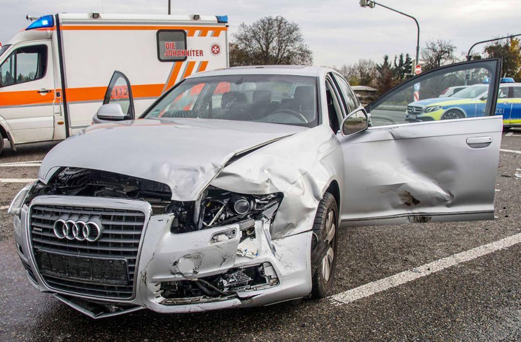 Der  Audi musste nach dem Unfall abgeschleppt werden. Foto: SDMG/SDMG / Dettenmeyer