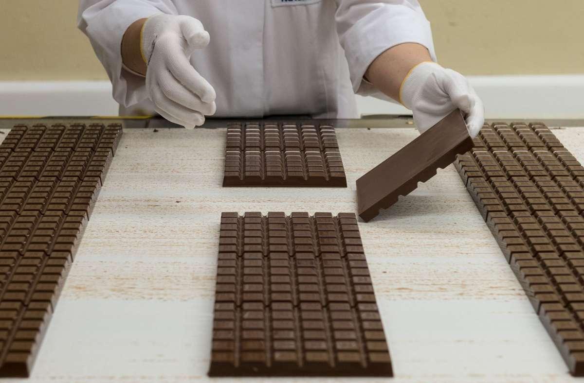 Milka streitet  seit Jahren darum, Schokolade ebenfalls im Quadrat anbieten zu dürfen. Foto: picture alliance/dpa/Marijan Murat