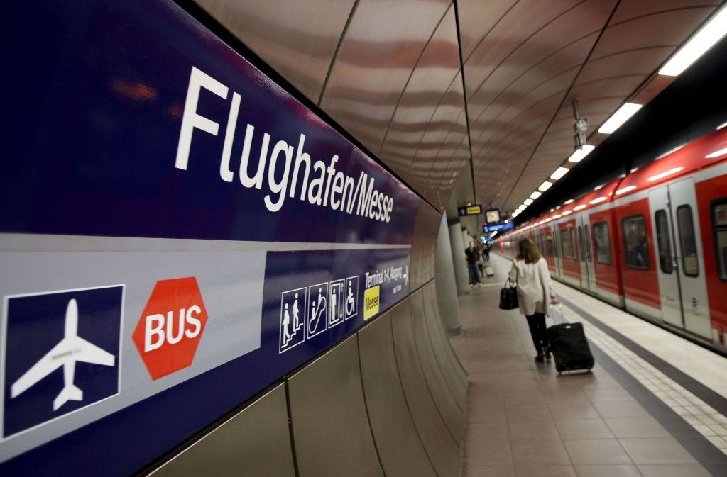 Bislang hält nur die S-Bahn am Flughafen. Foto: Lg/Leif Piechowski