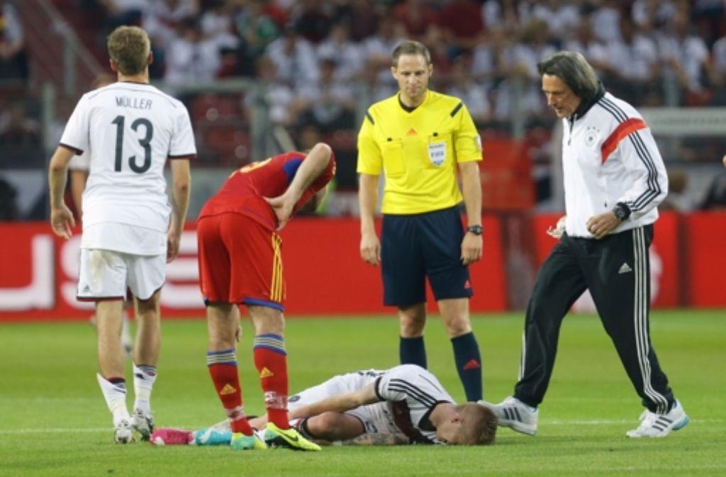 Der Teamarzt des FC Bayern München, Hans-Wilhelm Müller-Wohlfahrt, legt sein Amt nieder. Dieses Bild zeigt ihm im Juni 2014 beim Länderspiel Deutschland gegen Armenien. Foto: Pressefoto Baumann
