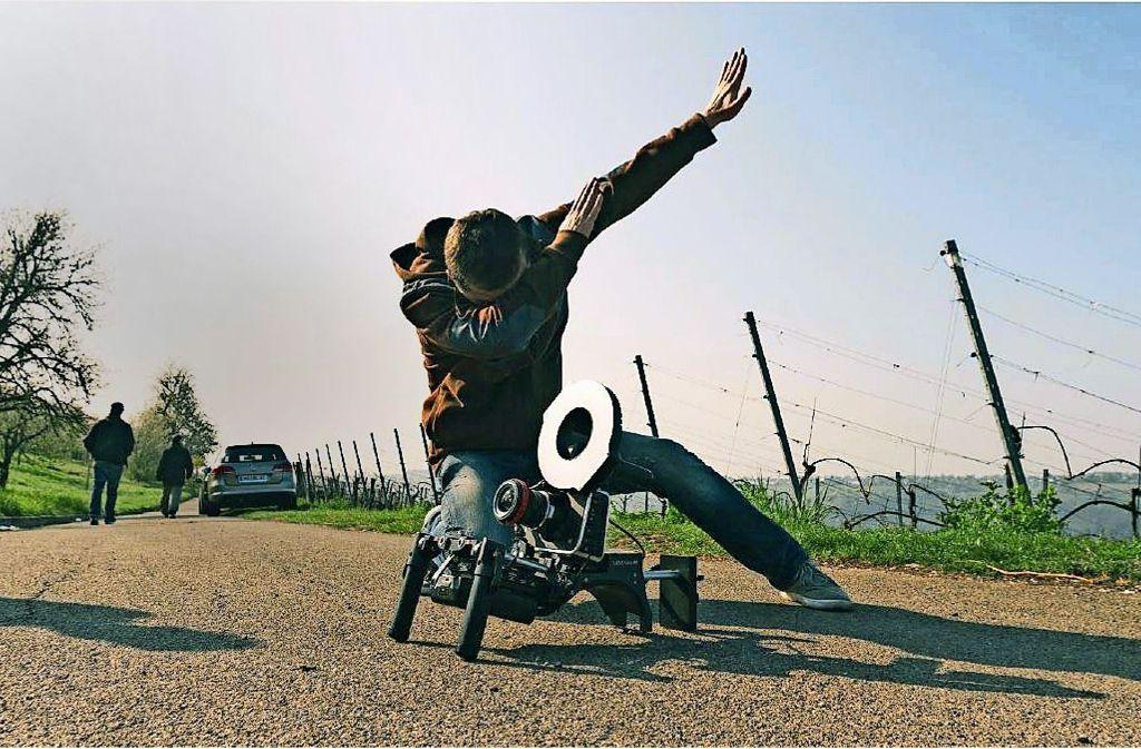 Die Studenten haben die moderne Armbewegung Dab in ihre   Videos integriert. Foto: Lazi Akademie Foto:
