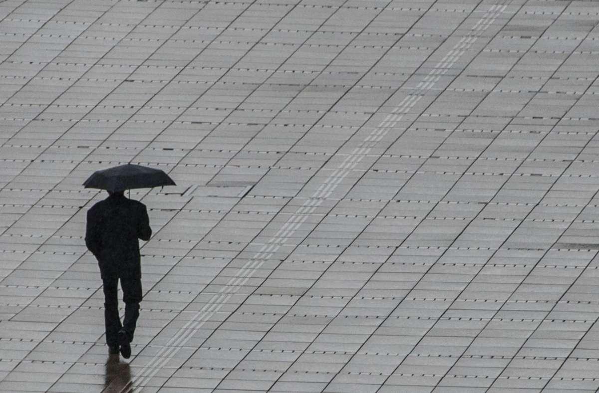Am Dienstagvormittag soll es laut Meteorologenstark bewölkt sein. Im Tagesverlauf kommt Regen hinzu (Archivbild). Foto: dpa/Marijan Murat