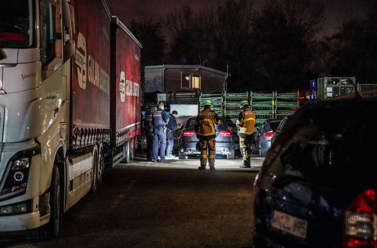 Auf dem Gelände einer Spedition parkte das mutmaßliche Unfallauto. Foto: SDMG