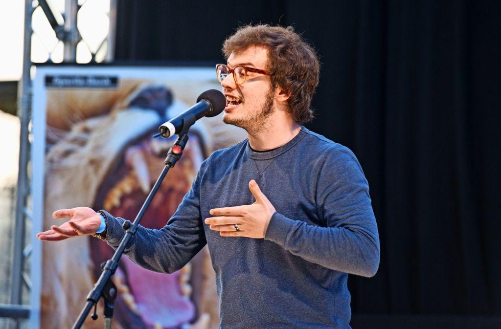 Sprachakrobaten auf der Waldau: Jason Bartsch  beim  Poetry Slam Foto: Lichtgut - Oliver Willikonsky