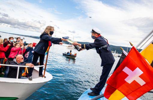Deutsche und schweizerische Schiffe bilden Stern