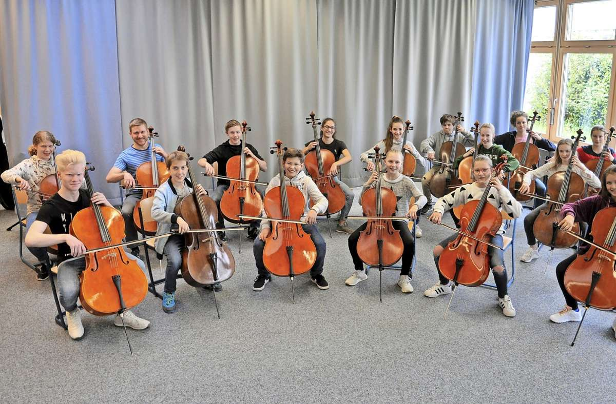 Mit einem reinen Cello-Ensemble gastiert  das Jugendorchester Weil im Schönbuch in Stuttgart und Bebenhausen. Foto: JSO