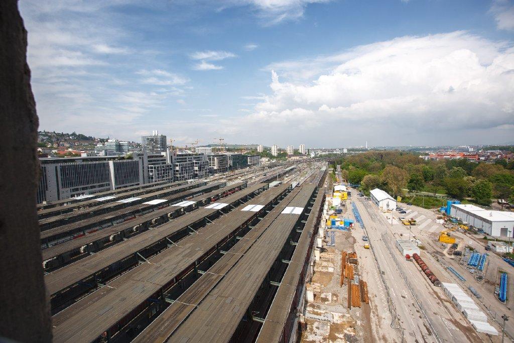 Seit Oktober 2012 halten wir die Baufortschritte am Stuttgarter Hauptbahnhof regelmäßig fest. Unsere Fotostrecke zeigt, wie sich die Baustelle seitdem verändert hat. Hier die Bilder vom Mai 2013.   Foto: www.7aktuell.de | Florian Gerlach
