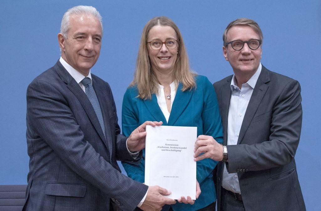 Der Vorstand der Kohlekommission, bestehend aus Stanislaw Tillich (links, CDU), Barbara Praetorius und Ronald Pofalla. Foto: dpa