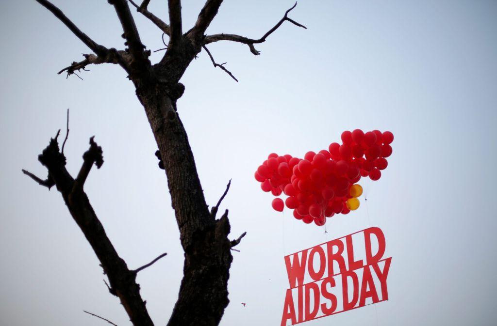 Weltwird wird – wie hier im indischen Kalkutta – der Welt-Aids-Tag am 1. Dezember begangen, um Menschen für das Thema Aids und HIV zu sensibilisieren. Foto: EPA