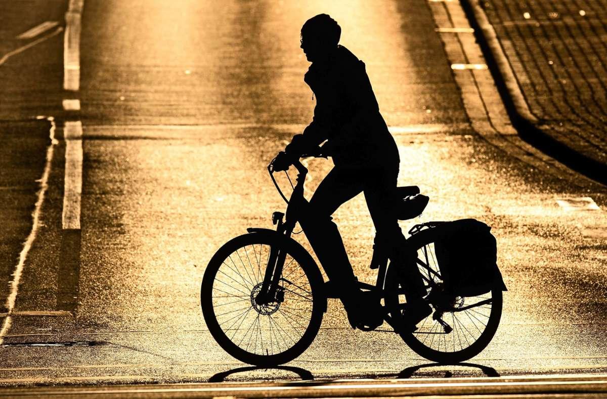 Wie bekommt man in Stuttgart mehr Menschen aufs Rad? Um diese Frage geht es in einer aktuell umstrittenen Machbarkeitsstudie. Foto: dpa/Julian Stratenschulte