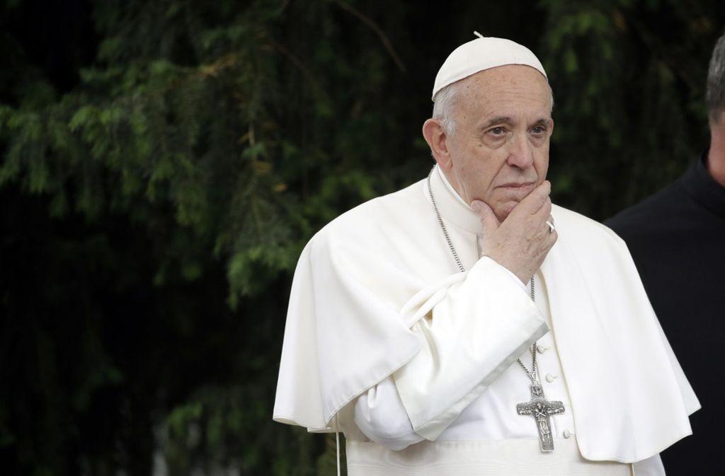Ein nachdenklicher Papst beim Besuch in  Skopje, Nordmazedonien. Foto: dpa