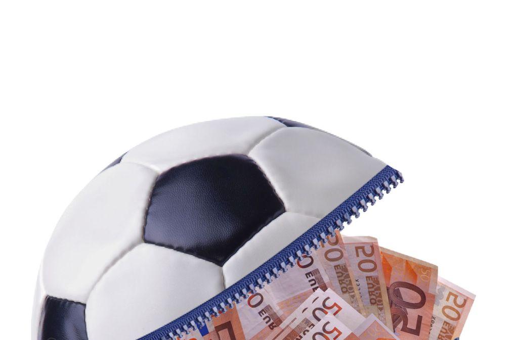 Das Geld regiert die Welt im Fußball. Foto: luigi giordano/Adobe Stock
