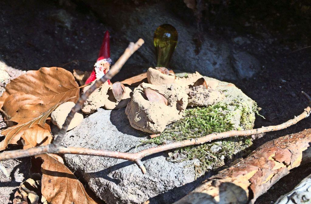 Aus der Höhle grüßt ein Miniweihnachtsmann. Foto: Decksmann