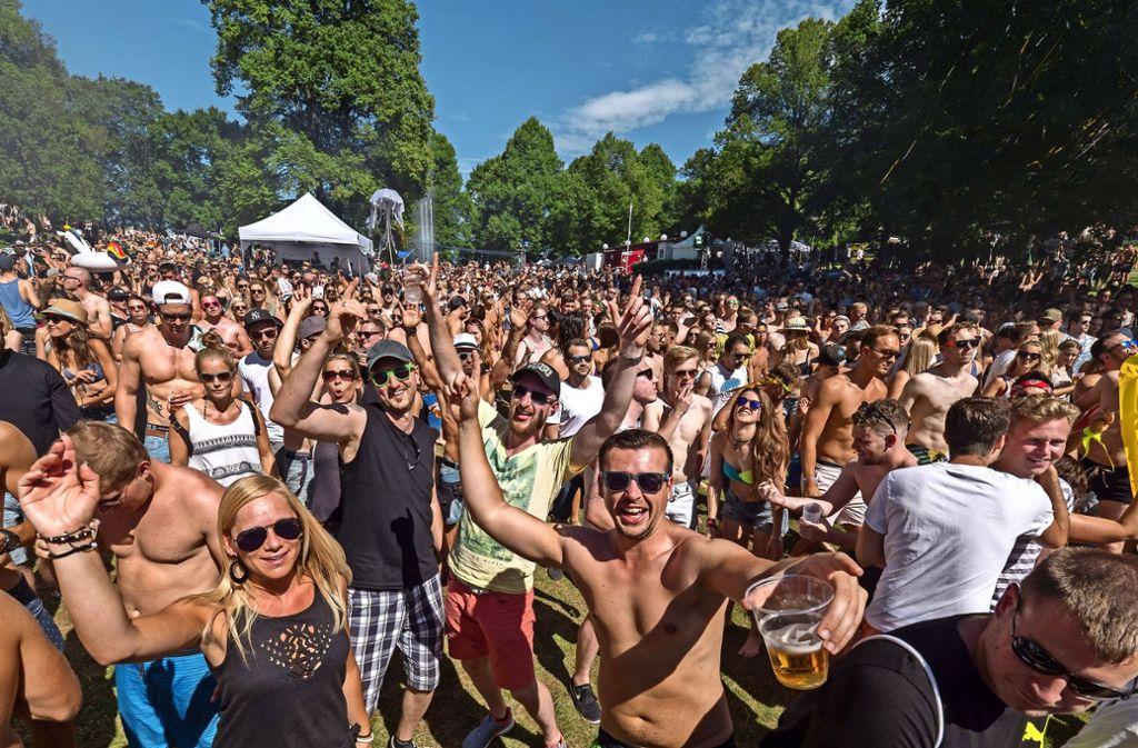 Rund 7000 Techno-Fans feierten im vergangenen Jahr im Freibad. Foto: Archiv/factum/Weise