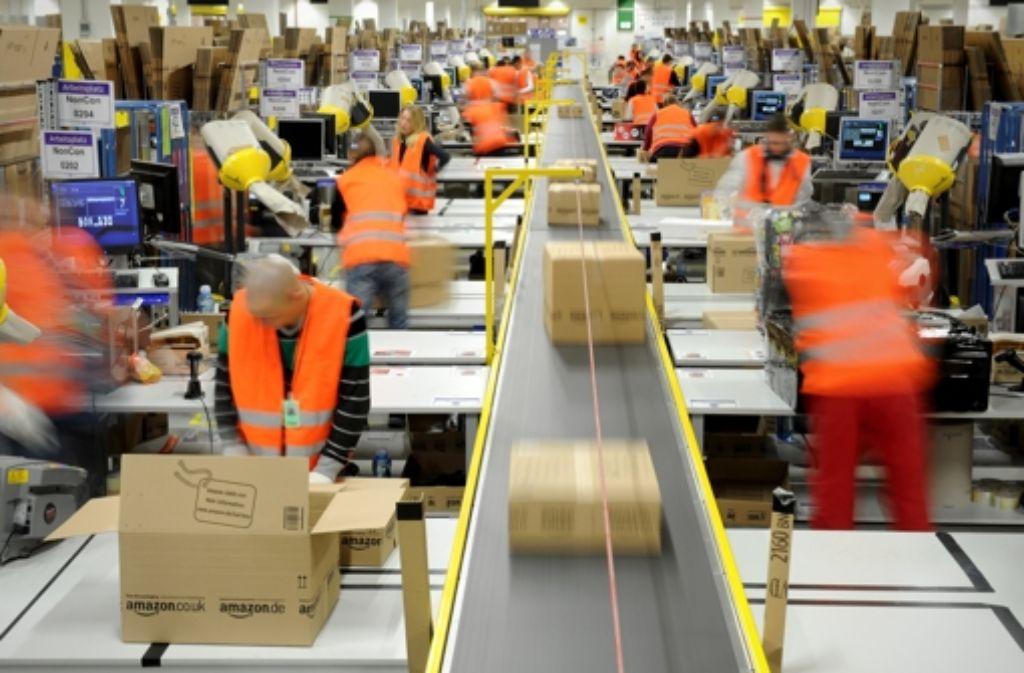 Die UB Heidelberg verweist die Besucher ihres Online-Katalogs mit einem Klick direkt weiter an den Versand-Giganten Amazon und verdient daran, wenn auch nur wenig. Foto: dpa