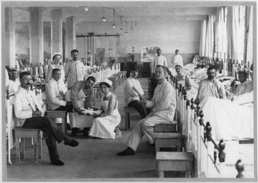 Mehrere Gebäude in Stuttgart wurden während des Ersten Weltkrieges zweckentfremdet und zu Lazaretten umgebaut. Auch in Cannstatt wurden Verletzte versorgt. Foto: Stadtarchiv