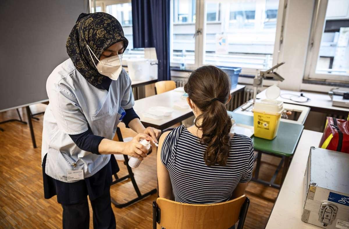 Schüler, Anwohner und Eltern konnten sich in der Schule impfen lassen. Foto: Lg/Julian Rettig