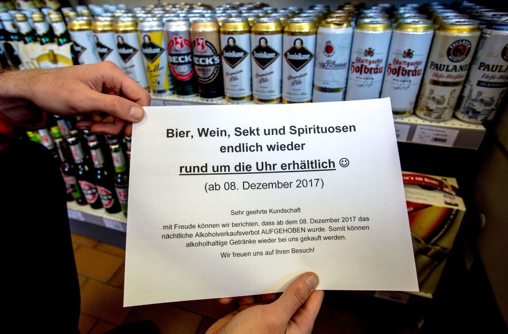 Bier und Wein gibt es vom 8. Dezember an wieder nach 22 Uhr. Foto: Lichtgut/Leif Piechowski