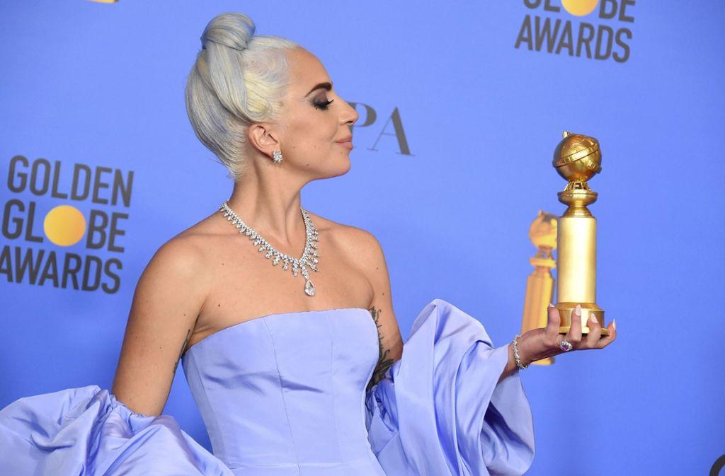 """Lady Gaga hat den Golden Globe für den besten Filmsong gewonnen. Mit """"Shallow"""" sang sie sich in die Herzen der Jury. Und mit ihrem Look sorgte sie wieder einmal für Aufsehen. Foto: AP"""