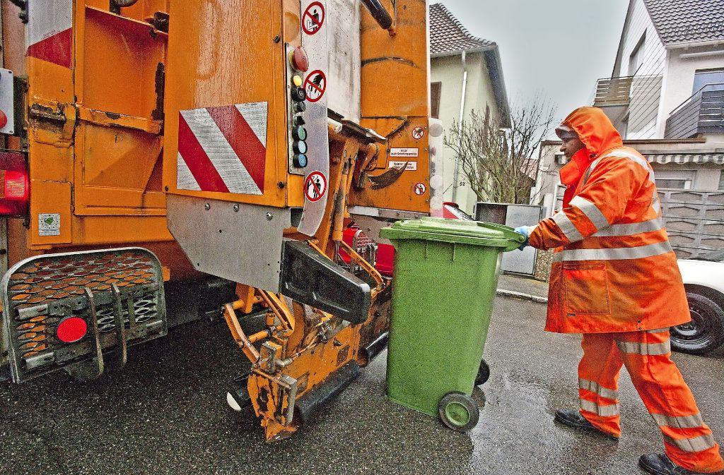 Die Müllabfuhr wird teurer – aber nur, um künftig wieder Stabilität zu haben, betont der Landrat. Foto: StZ