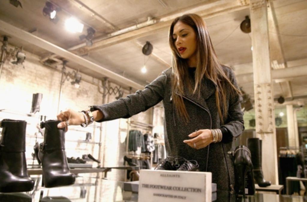 In London ließ sich US-Sängerin Nicole Scherzinger beim ausgiebigen Einkaufsbummel von Fotografen begleiten. Hier sind die Bilder der Shopping-Tour. Foto: Getty Images Europe