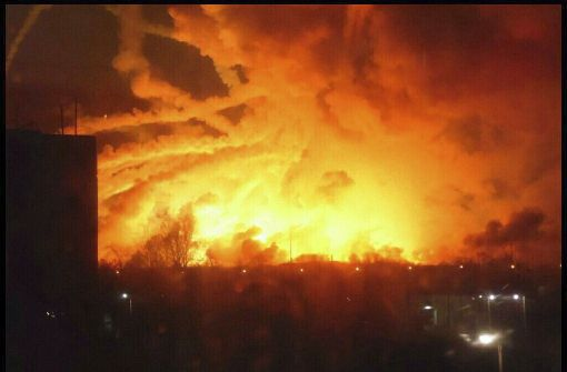 Ukraine: Brand und Explosionen in riesigem Munitionslager