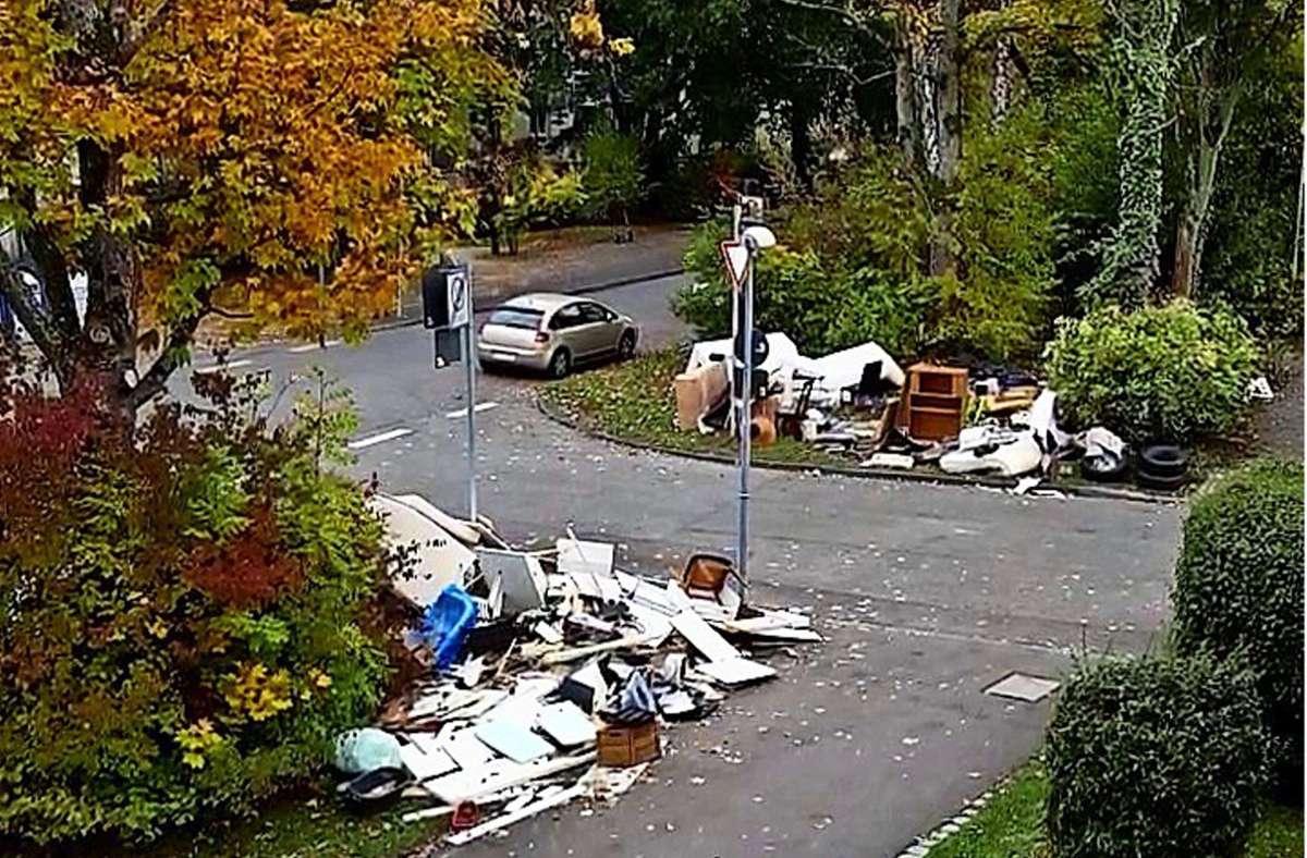 Illegal abgestellten Sperrmüll gibt es nicht nur in Dürrlewang, sondern im gesamten Stadtgebiet. Foto: privat