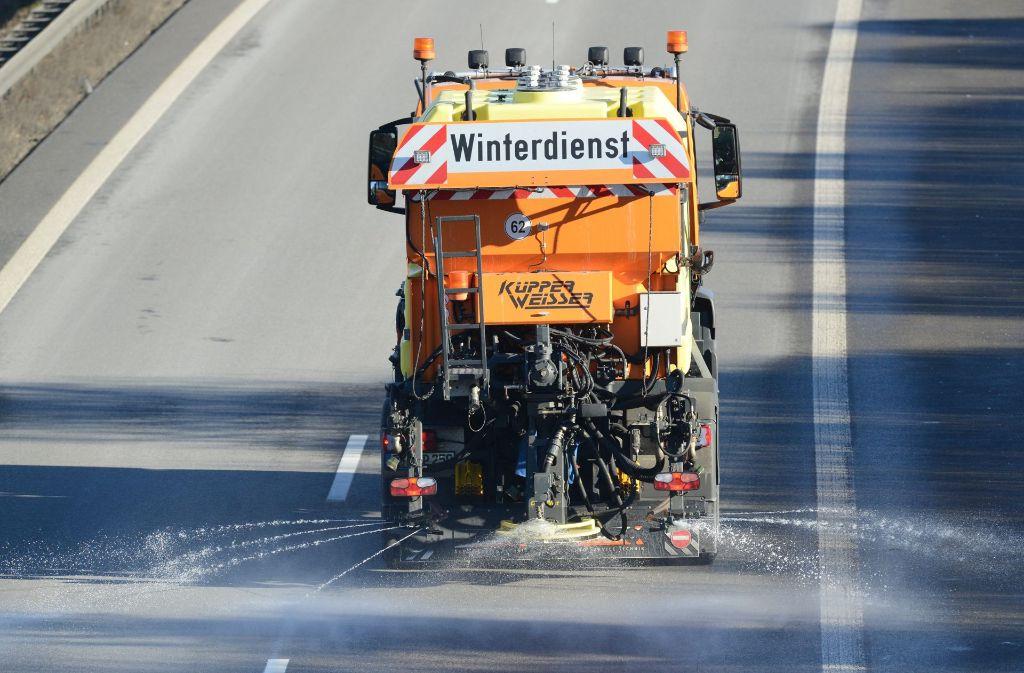 Glatteis sorgt im Südwesten für einige Unfälle auf den Straßen. Foto: dpa