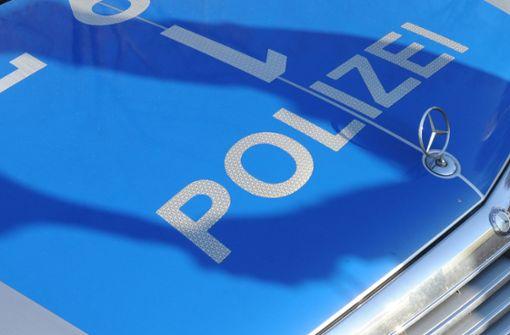 29-Jähriger springt im Drogenrausch auf Polizeiauto