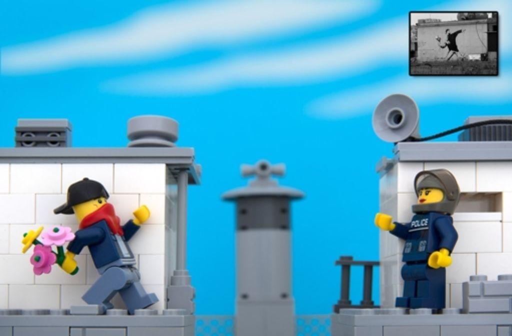 Banksys Blumenstraußwurf – nachgebaut mit Lego von Jeff Friesen. Weitere Lego-Banksy-Nachbauten zeigen wir in der Fotostrecke. Foto: Jeff Friesen