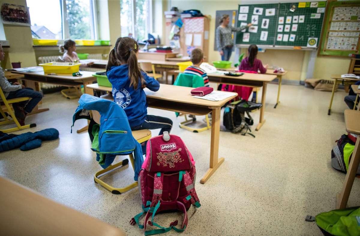 Ende Juni   ist Schluss mit dem Abstandhalten im Unterricht der  Grundschulen. Foto: dpa/Marcel Kusch