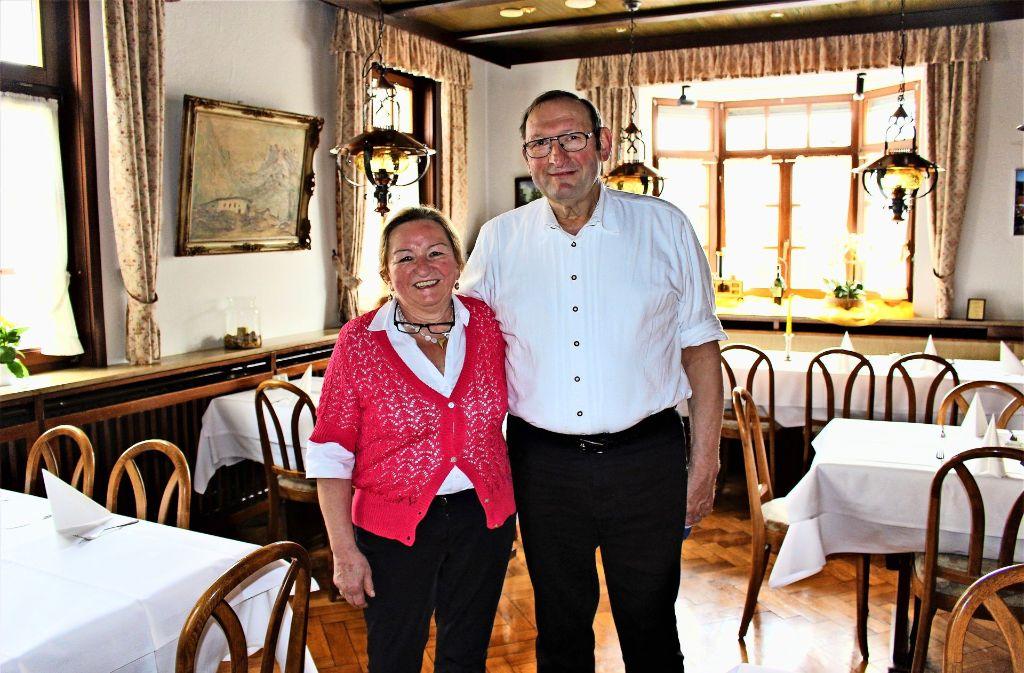 Ella und Adolf Grünenwald haben die Gaststätte vor 35 Jahren übernommen. Am 29. April ist Schluss. Foto: Caroline Holowiecki