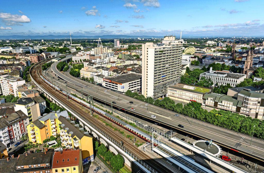 Die sogenannte Pilzhochstraße brachte 1959 amerikanisches Flair nach  Ludwigshafen. Seit Donnerstag ist sie nun gesperrt. Foto: Stadt Ludwigshafen