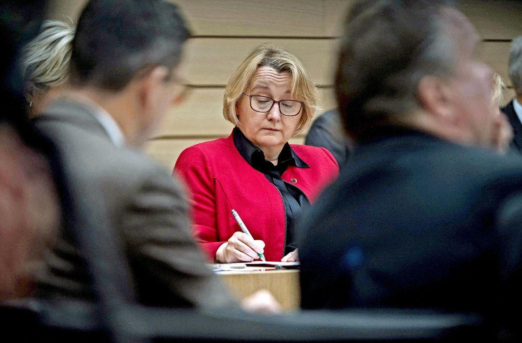 Ministerin mit vielen Baustellen: Theresia Bauer (Grüne) im Landtag Foto: dpa