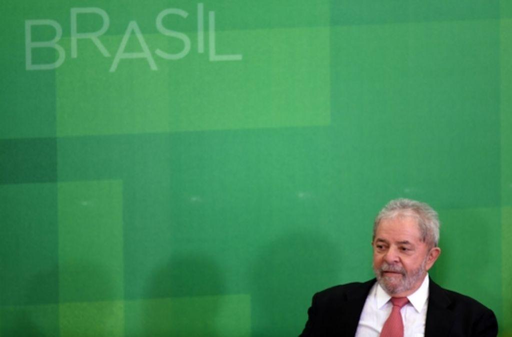 Ex-Präsident  Luiz Inácio Lula da Silva sollte Minister werden. Doch  40 Minuten nach der Vereidigung stoppte ein Bundesrichter die  Übernahme des Postens. Foto: AFP
