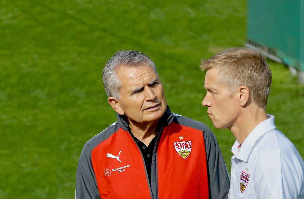 Zweimal ausgeprägter  Führungsanspruch: VfB-Präsident Wolfgang Dietrich (links) und Jan Schindelmeiser Foto: Baumann