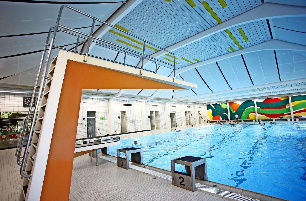 Das Hallenbad in Plieningen könnte bald nur noch ein Bad für Sportler und Schüler sein. Foto: Bäderbetriebe Stuttgart