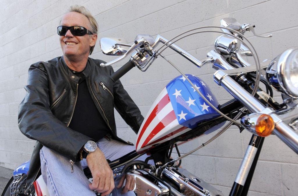 """Seine Rolle in """"Easy Rider"""" hat ihn sein Leben lang begleitet: Peter Fonda im Jahr 2009 auf einem Nachbau des """"Captain America""""-Motorrads, das er im Film fuhr Foto: AP"""