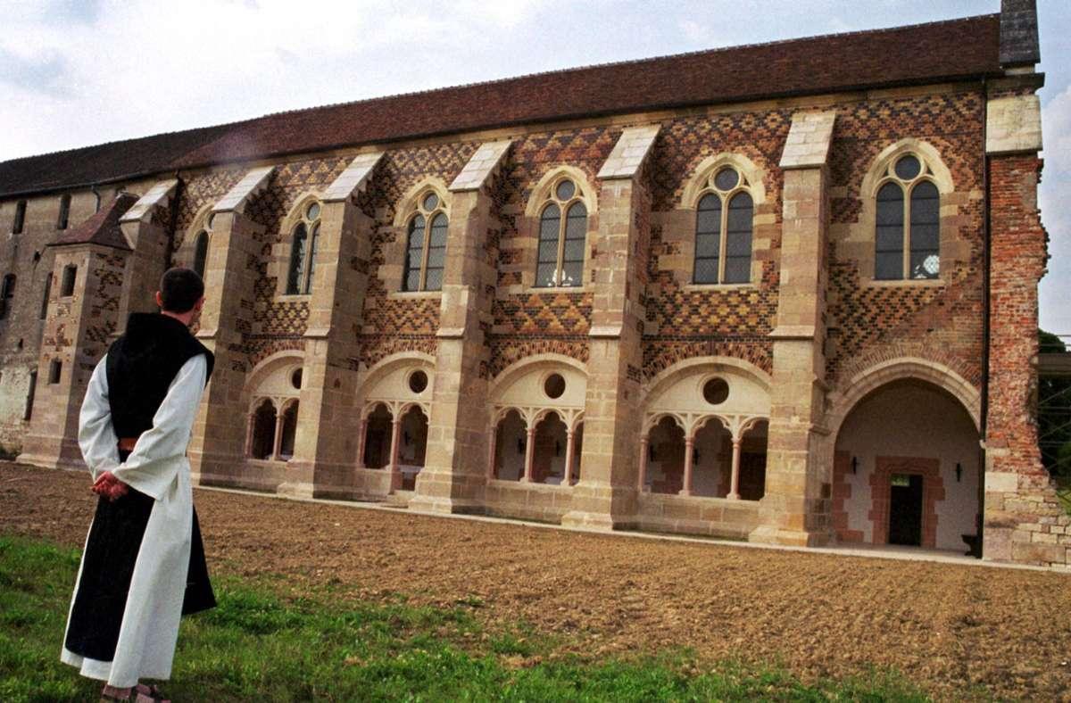 Die Mönche der französischen Abtei  Citeaux meiden eigentlich das Internet. Doch nun haben sie mit dem Verkauf ihres berühmten Käses einen unerwarteten Erfolg erzielt. Foto: AFP