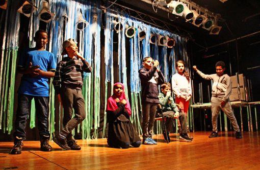 Flüchtlingskinder zeigen ein eigenes Theaterstück